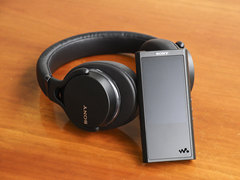 触控屏幕设计 索尼 NW-ZX300A音乐播放器图赏