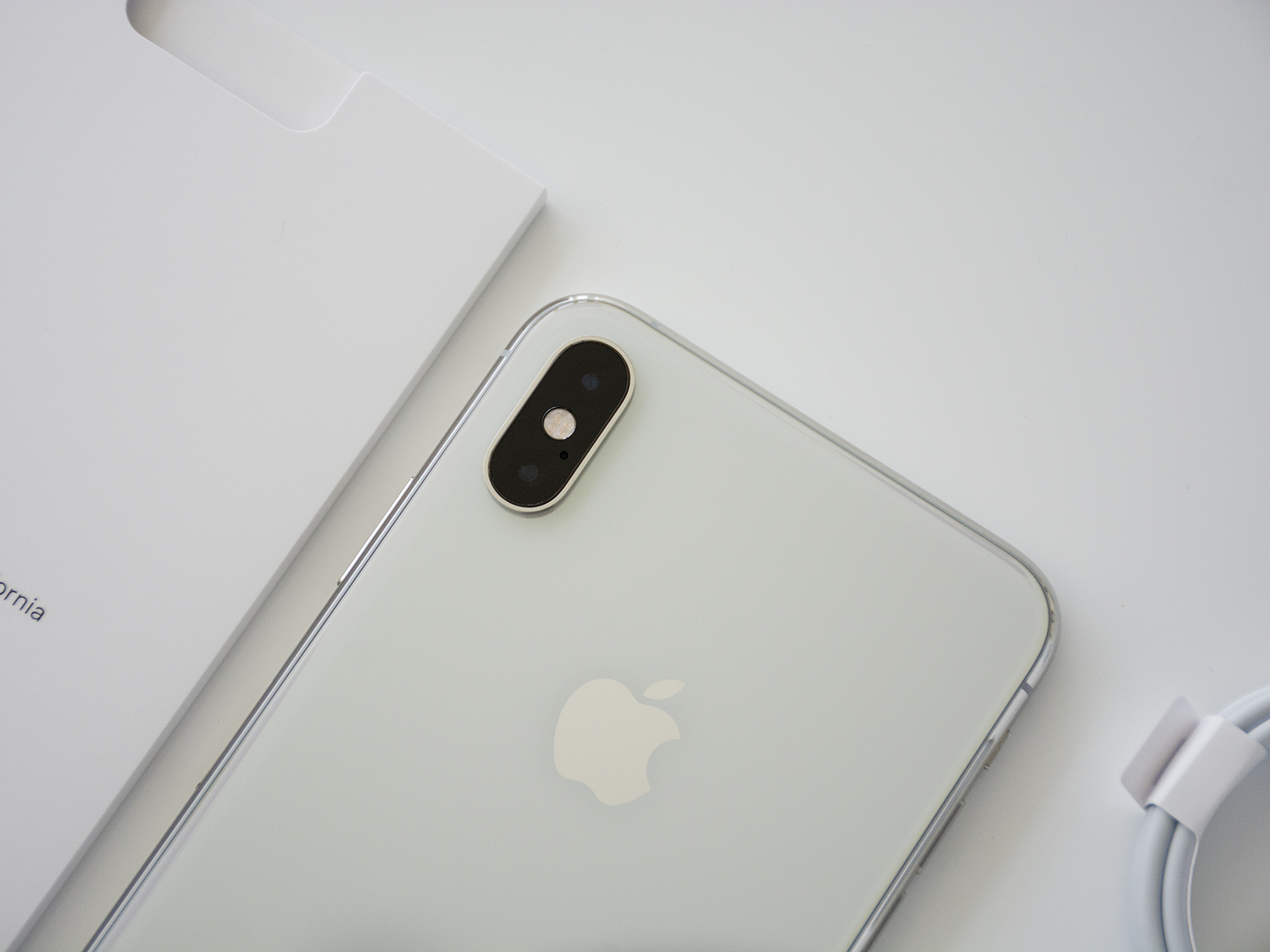 """你的二手手机还值多少钱?苹果手机咋就那么""""保值""""?"""
