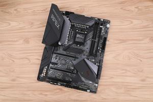 轻松超频 榨干CPU性能 华硕ROG MAXIMUS XI APEX图赏