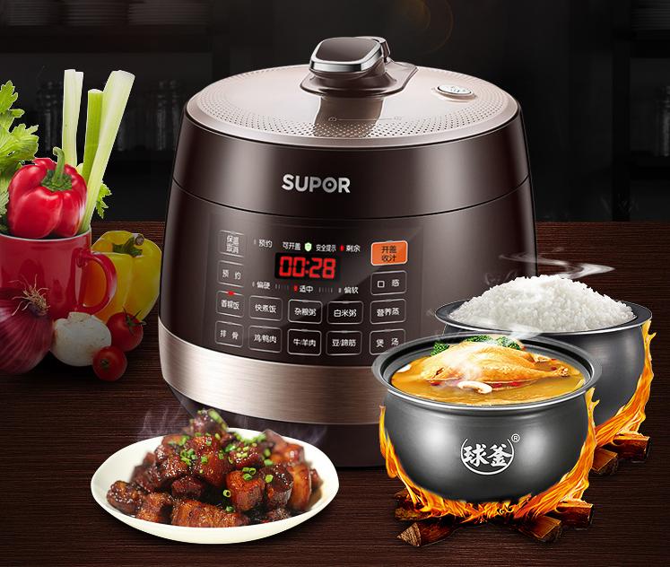 """腊月二十六""""煮大肉"""" 多功能料理锅变身餐桌主角"""