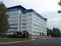 富士康在中国开设工厂 将于10月量产10.5G液晶显示器