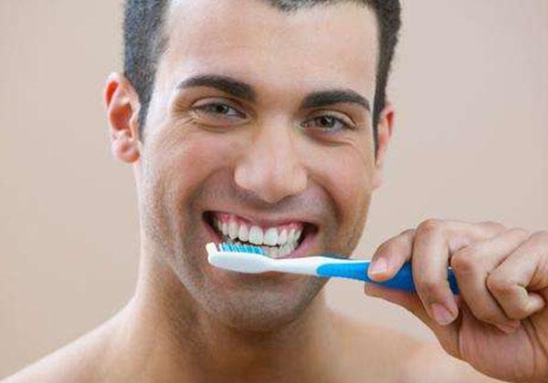 抽烟牙齿发黄,让电动牙刷还你亮白