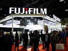 P&E2019富士展台:GFX中画幅无反人气高一亿像素GFX100亮相
