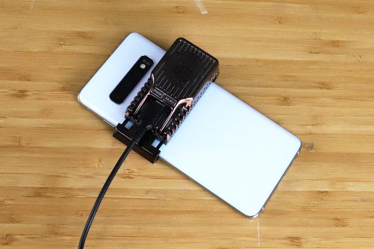 散热手机壳的原理_手机水冷散热系统原理