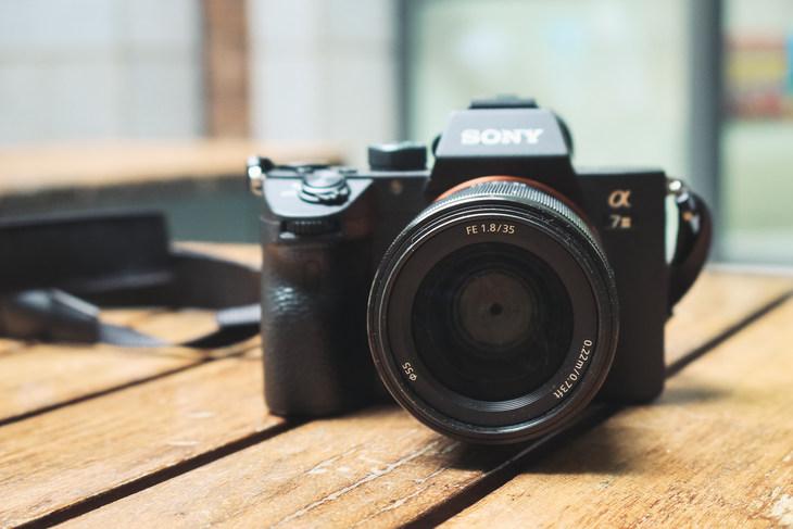 輕便小巧的掛機標頭 索尼FE 35mm F1.8鏡頭評測