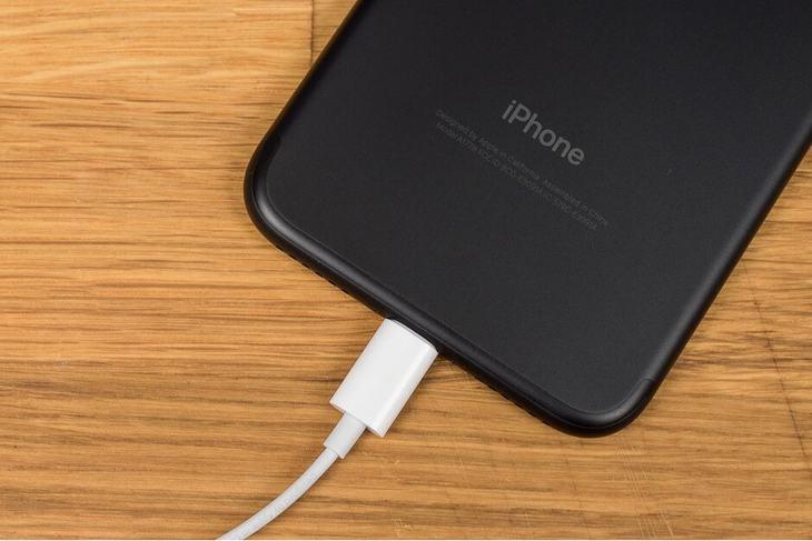 小米引爆充电革命!苹果坐不住了,或抢先发布65W充电器