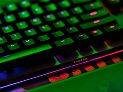 吃鸡晋级利器,雷蛇猎魂光蛛精英版游戏键盘绽放精彩