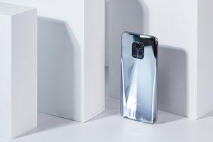 更显科技范 Redmi 10X Pro手机液态银配色图赏