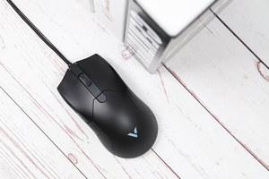左右对称式设计 雷柏V30幻彩RGB游戏鼠标图赏