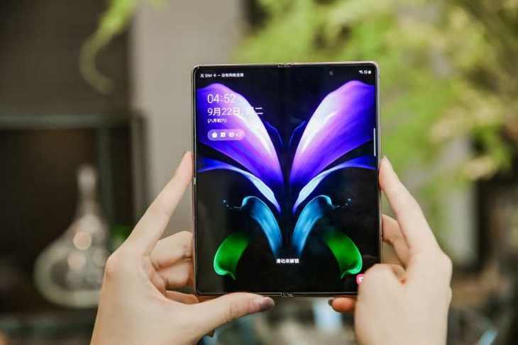三星Galaxy Z Fold2 5G:打开