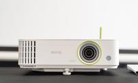 兼具卓越画质与便捷功能,商务办公首选明基E592智能投影仪