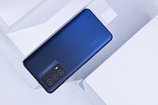 超强续航还有强劲性能 iQOO Z5手机外观图赏