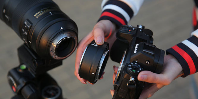 可轻松转接F卡口镜头 用尼康Z7全画幅微单拍月亮