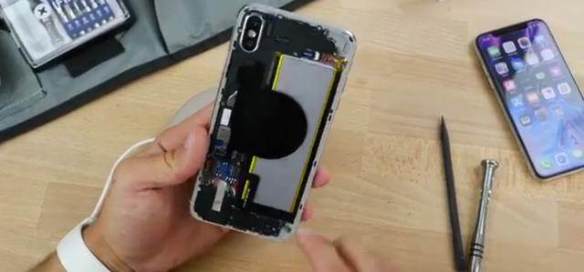 疑似iPhone Xs Plus全球真机首秀!现场拆机实锤苹果双卡双待功能