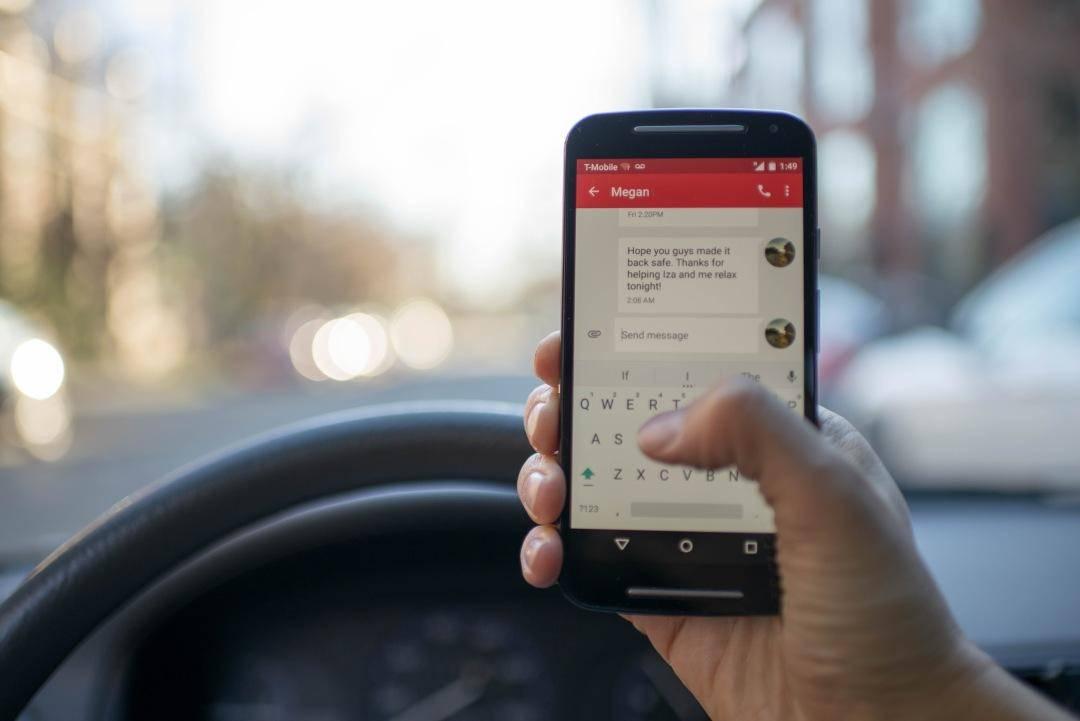 临沂招聘信息网_开车玩手机很危险!贝克汉姆已被禁驾半年