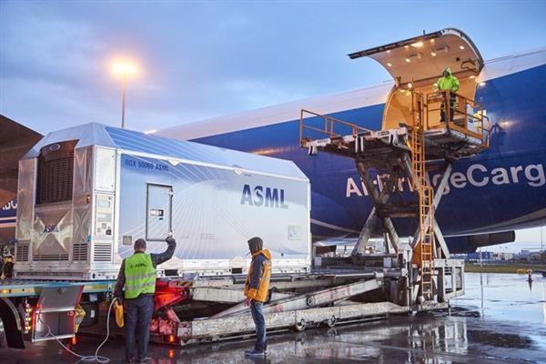 受旅游限制,ASML延迟向中国客户交付EVU光刻机