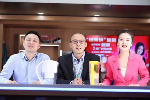 获赞69w!8w网民在线观看,游泳世界冠军张琳直播