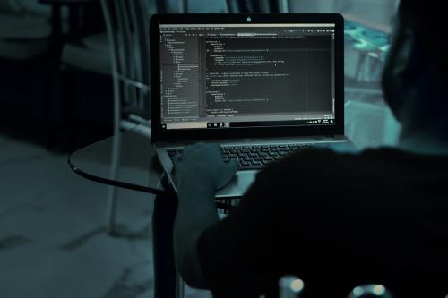 开发管理软件,文科妹子都能碾压程序员,你信吗?