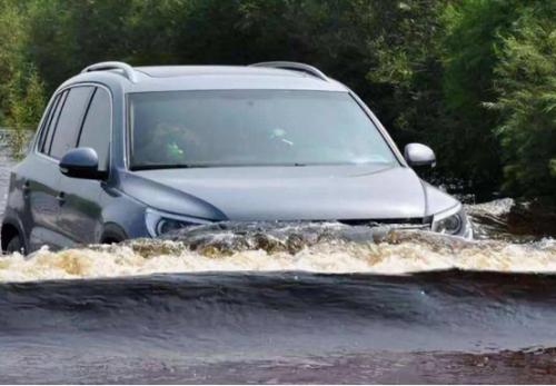 天天拍车:应对下雨天的开车小知识,看完绝对不后悔!